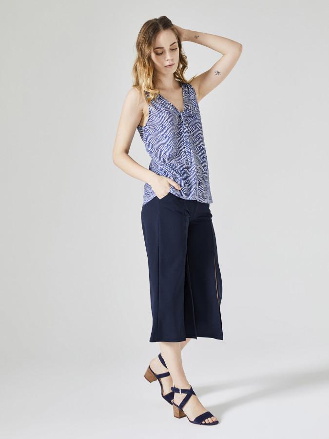 Xint V Yaka Askılı Desenli Bluz