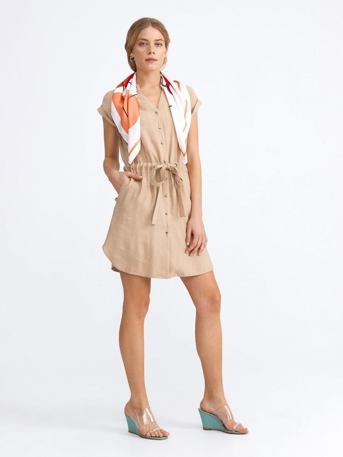 V Yaka Rahat Kesim Düğme ve Kuşak Detaylı Elbise