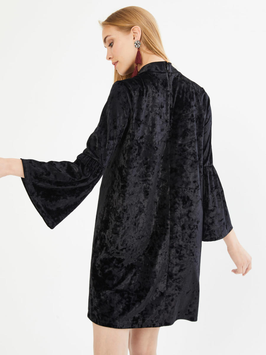 Dik Yaka Kolları Volanlı Diz Üstü Rahat Kesim Elbise